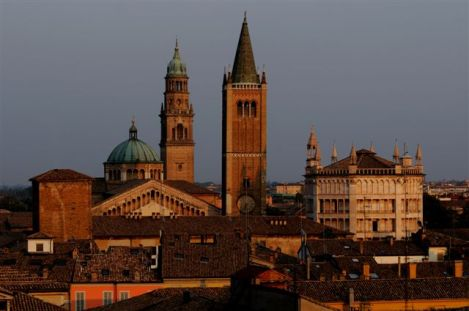 Parma, campanile della Cattedrale, sommità del Battistero e campanile di San Giovanni