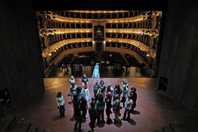 "Parma, 2009 - Teatro Regio. Una prova del coro de ""I Due Foscari""."