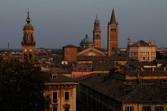 Campanili e tetti di Parma all'alba.   Foto E. Fornaciari