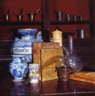 Stagnone, albarelli e boccali dell'Antica Spezieria di Parma